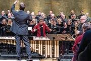Raphael Christen am Marimbafon und der G.-F.-Händel-Chor unter Pirmin Lang. (Bild: Nadia Schärli (3. März 2018))