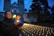Aktion «1 Million Sterne» der Caritas bei der Luzerner Hofkirche. (Bild: Corinne Glanzmann/Neue LZ)