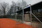 Der Platz des Tennisclubs Zug ist in schlechtem Zustand. (Bild: Stefan Kasier/Neue ZZ)