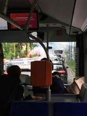 Demonstranten blockierten den Verkehr auf der Obergrundstrasse (Bild: Radio Pilatus-Hörerin Fabienne)