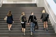 An der Uni Luzern waren in diesem Jahr 68,8 Prozent der Bachelorabsolventen Frauen. (Bild: Corinne Glanzmann (10. September 2015))
