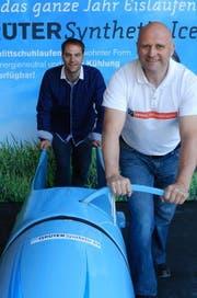 Samuel Huber (l.) und Billi Meyerhans bei der Anschiebebahn. (Bild: PD)