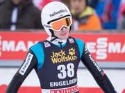 Etwas ratlos: Simon Ammann blieb mit 120,5 m und dem 29. Platz im ersten Durchgang unter den Erwartungen (Bild: KEYSTONE/URS FLUEELER)