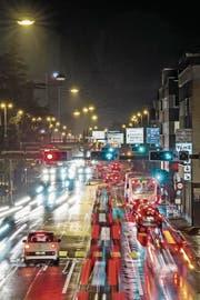 Der Bund will den Verkehr entlasten: Das Schweizer Autobahnnetz wird bis 2040 weiter ausgebaut. (Bild: Pius Amrein)