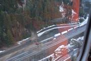 Blick aus dem Helikopter auf die Unfallstelle. (Bild: Kantonspolizei Uri)