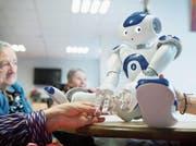 In Bordeaux kommt in einem Altersheim Zora, ein humanoider Roboter, zum Einsatz. (Bild: Getty)