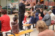 Der Puppenspieler Hakan Arisoy weiss, wie er ein anspruchsvolles Kinderpublikum bei Laune halten kann. (Bild: PD)