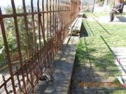 Das Geländer auf der Stützmauer wird demontiert, saniert und originalgetreu wieder montiert. (Bild: PD)