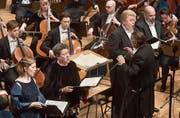 Mariss Jansons dirigiert das Sinfonieorchester des Bayerischen Rundfunks. Vor ihm die vier Vokalsolisten. (Bild: Peter Fischli/LF (24. März 2018))