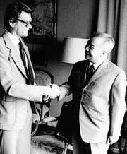Pierre Simonitsch (links) mit Norodom Sihanuk, dem früheren König von Kambodscha. (Bild: PD)