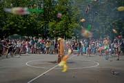 Eröffnung des Ferienpass Luzern mit Zündung einer Süssigkeitenbombe auf dem Schulhausplatz der Schulen Säli, Dula und Pestalozzi im Jahr 2013. (Archivbild / Neue LZ / Pius Amrein)