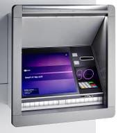 Die neuen Geräte von NCR verfügen zwar nach wie vor über einen Kartenschlitz, doch die Karte muss künftig nicht unbedingt eingeführt werden. (Bild: PD)