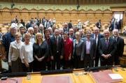 Die abtretenden Nationalräte posieren im Nationalrat am letzten Tag der Herbstsession der Eidgenössischen Räte in Bern. (Bild: KEYSTONE/Peter Klaunzer)