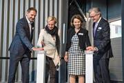 Sie geben den Startschuss zur Einweihung (von links): Reinhold Gasper, Anne Schwöbel Storz, Madeleine Stöckli und Jürgen Stihl. (Bild: Boris Bürgisser / LZ)