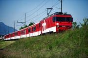 Die Zentralbahn fährt auf dem Bild nach Sarnen. Die Strecke nach Engelberg bleibt aber für die Bahn vorläufig geschlossen. (Bild: Archiv Neue NZ)