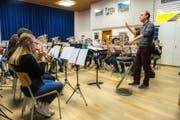 Volle Konzentration: Die Hinterländler Jugend-Brass-Band bei einer ihrer vielen Proben.Bild: Dominik Wunderli (Zell, 22. November 2016)