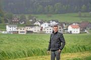 Peter Obi, Gemeindepräsident von Ettiswil, vor einem neu entstehenden Quartier in Kottwil. Vor zehn Jahren haben sich die beiden Dörfer zu einer Gemeinde zusammengeschlossen. (Bild Pius Amrein)