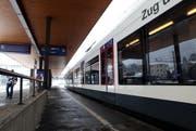 Geht's nach der Schwyzer Regierung, können die Schwyzer weiterhin mit dem Zug nach Luzern fahren. Im Bild der Bahnhof Goldau. (Bild: Archiv Laura Vercellone/Neue SZ)