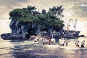 Der Insel-Hindutempel Tanah Lot in Bali, wohin Hindus jährlich pilgern. In der Nähe soll Trumps Luxushotel entstehen. (Bild: Eric Isaac/Getty)