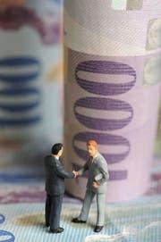 Der Rentner versprach Kunden hohe Zinsen, legte das Geld von über einer Viertelmillion Franken aber nicht an (Symbolbild). (Bild: Manuela Jans)