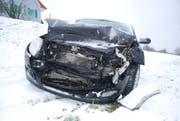 Die Fahrzeuglenkerin wurde beim Unfall verletzt. (Bild: Luzerner Polizei)