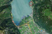 Das Flüeler «Ausserdorf» (roter Kreis) an de Axenstrasse soll aufgewertet werden. (Bild: mapsearch.ch)