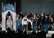 Rund 120 Kinder, Jugendliche und Erwachsene haben bei dem Stück mitgewirkt. (Bild: Stefan Kaiser (Zug, 16. Dezember 2017))
