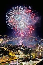 Das Feuerwerk des Luzerner Festes, fotografiert von der Plattform des Hotels Château Gütsch aus. (Bild: Pius Amrein)