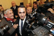 Fünf-Sterne-Spitzenkandidat Luigi Di Maio wurde gestern als Sieger gefeiert. (Bild: Andrew Medichini/AP (Rom))