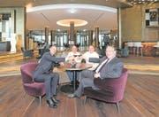 Robert Herr (General Manager), Marc Haeberli, (3-Sterne-Koch), Mike Wehrler (Culinary Director) und Bruno H. Schöpfer (Managing Director) feiern die Eröffnung des Bürgenstock-Resorts (von links). (Bild: Eveline Beerkircher)