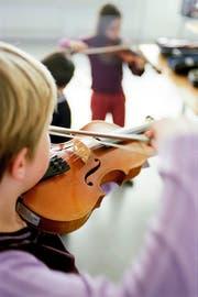Die Rontaler Musikschulen sollen fusionieren. Bild: Gaetan Bally/Keystone