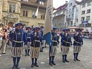 Der Fahnenmarsch auf dem Luzerner Kornmarkt. (Bild: Charleen Bretteville/LZ)