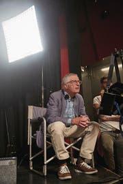 Regisseur Rolf Lyssy während der Dreharbeiten. (Bild: Moritz Hager)