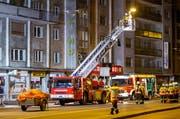 Die Feuerwehr der Stadt Luzern bei einem Einsatz am Hallwilerweg. (Bild: Philipp Schmidli)