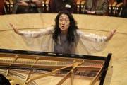 «Mit grosser Musik sollte man sich ein ganzes Leben beschäftigen»: Mitsuko Uchida (hier 2005 als Pianistin und Dirigentin in der Philharmonie Köln). (Bild: PD/Hyou Vielz)