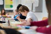 Immer mehr Schüler besuchen die höchsten Leistungsniveaus der Sekundarstufe. (Bild: Keystone/Gaetan Bally)
