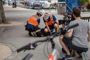 Szene aus dem neuen Imagefilm: Velopolizisten der Luzerner Polizei verhaften einen Räuber. (Bild: PD)