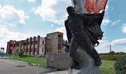 Oben: Das Jugendkulturzentrum in Nikischyne ist schwer beschädigt. (Bild: André Widmer)