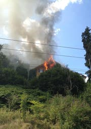 Der Dachstock des Wohngebäudes brannte am Samstag. (Bild: Feuerwehr Stadt Luzern)
