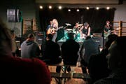 Die Band «The Blackberry Brandies» bei einem Konzert für die Häftlinge in der Strafanstalt Bostadel in Menzingen. (Bild: Stefan Kaiser (Menzingen, 26. Oktober 2015))
