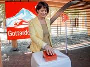 Bundesrätin Doris Leuthard startet am Schweizer Tag des Transports und der Energie an der Expo in Mailand den Countdown für die Eröffnung des Gotthard-Basistunnels (Bild: KEYSTONE/TI-PRESS/PABLO GIANINAZZI)
