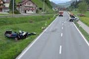 Der Crash dieser beiden Wagen forderte einen Schwerverletzten. (Bild: Luzerner Polizei)