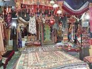 Teppichladen in der osmanischen Altstadt Bašcaršija: Der Basar prägt den lebhaften Stadtteil. (Bild: Michael Hug)
