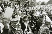 Impression von der Nidwaldner Landsgemeinde im Jahr 1993. Nur drei Jahre später wurde diese demokratische Urform im Kanton Nidwalden abgeschafft. (Archivbild Neue NZ)