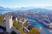 Der Männliturm mit seiner Terrasse bietet einen grossartigen Blick auf Stadt, See und Berge. Er kostet allerdings etwas Ausdauer beim Treppensteigen.
