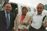 Seit langem befreundet: Hans-Dietrich Genscher (rechts) mit seiner Frau Barbara und Ulrich Bettermann in einer Aufnahme von 2000. (Archivbild Neue NZ)