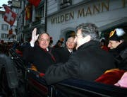 Samuel Schmid war 2009 unter den Ehrengästen am Corso der Zunft zu Safran zu ehren ihres Fritschivaters. (Archivbild André Häfliger/Neue LZ)