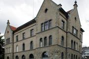 Hinter diesen Mauern wird über den Doppelmord in Zug verhandelt: Das Gebäude des Zuger Obergerichts. (Archivbild Werner Schelbert / Neue ZZ)