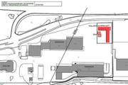 Situationsplan von der Kreuzstrasse in Buochs. Hier (rote Markierung) soll das neue Asylzentrum stehen. (Bild: pd)