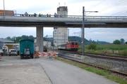 Die neue Strassenbrücke bei Sempach Station führt über die SBB-Geleise. (Bild: Ismail Osman)